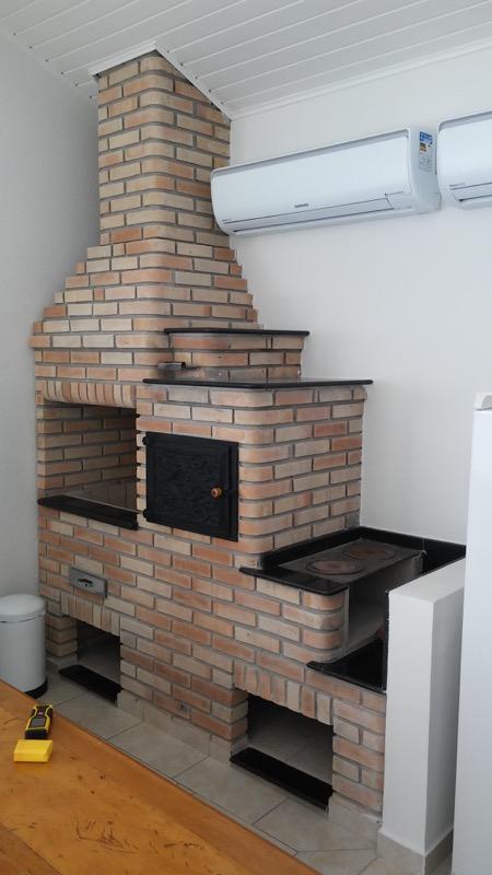 Churrasqueira + forno + fogão a lenha